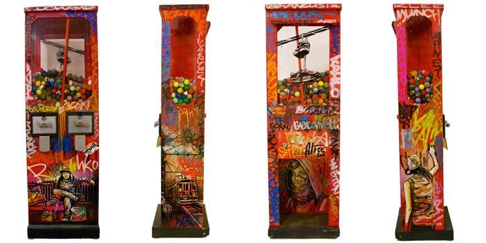Alice Pasquini, Cash Cow, Acrilico e spray su distributore di palline vintage. Misure cm110 x 23 x 35, 2014.
