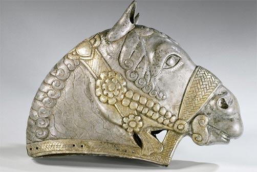 Testa di cavallo, IV secolo d.C, argento dorato, dipartimento di Antichità Orientali, © Museo del Louvre, Parigi