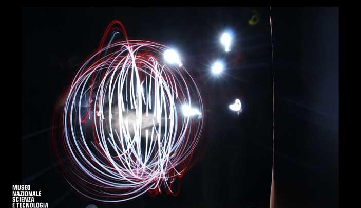 Disegni di luce © Museo Nazionale della Scienza e della Tecnologia Leonardo da Vinci, attività interattive