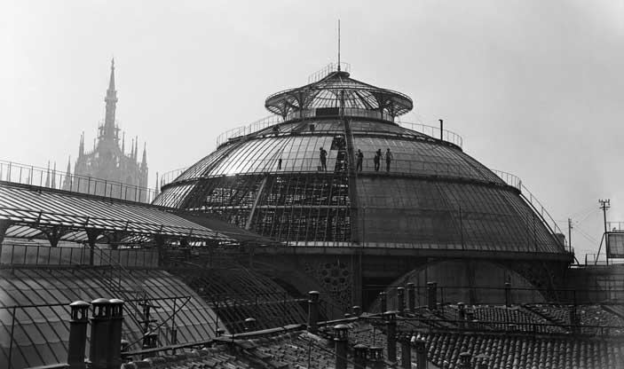 Milano, 1948, lavori di rifacimento e copertura della Galleria Vittorio Emanuele II