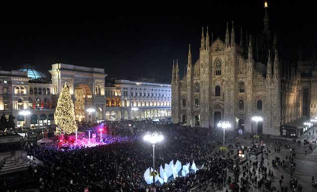 Milano, 62enne muore cadendo dalla cima del Duomo COMMENTA