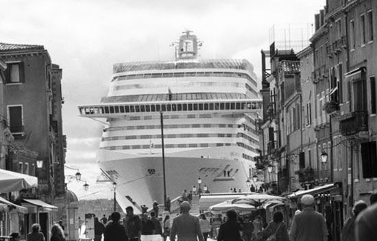Gianni Berengo Gardin, Venezia, 2013-2015. Bacino San Marco, visto da via Garibaldi © Gianni Berengo Gardin/Courtesy Fondazione Forma per la Fotografia