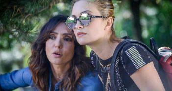 Ambra Angiolini, Carolina Crescentini in una scena del film La verità, vi spiego, sull'amore