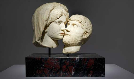 Francesco Vezzoli, The Eternal Kiss, 2015, Roman heads: woman circa 117 - 138 A.D., man circa 2nd century A.D. Restored with Carrara marble, painted with watercolour, mounted on a black African marble plinth Overall 49x35x49 cm Photo credits: Pr udence Cuming Courtesy: The Artist and Almine Rech Gallery - Mostra Love