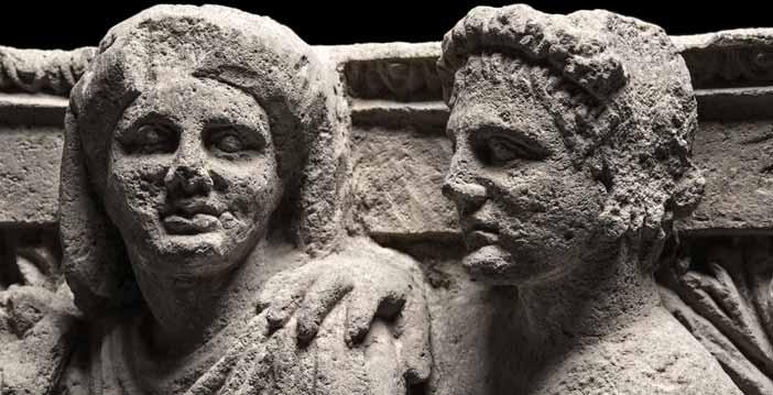Mostra Pompei e i Greci - Capitello d'anta figurato con coppia di Domini, dalla Casa dei Capitelli Figurati, Soprintendenza Pompei, alt. cm 50, largh. cm 81, prof. cm 82, seconda metà del II secolo a.C. © Luigi Spina