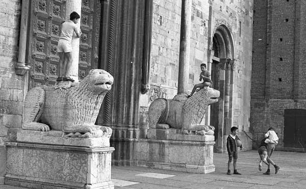 Carlo Bavagnoli: Piazza Duomo - da Cara Parma, 1961