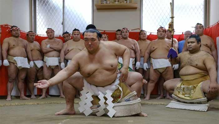 Philippe Marinig, Kisenosato Yutaka. The 72th yokozuna, Tsuna Ceremony, january 2017, Photography, Artist Collection ©2017, Philippe Marinig - Mostra sui lottatori di Sumo