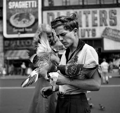 Vivian Maier, Ragazzo con piccioni