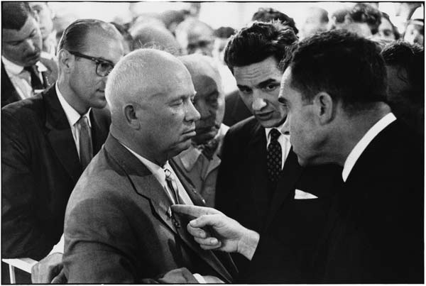 USSR. Moscow. 1959. Nikita KHRUSHCHEV and Richard NIXON. © Elliott Erwitt /MAGNUM PHOTOS