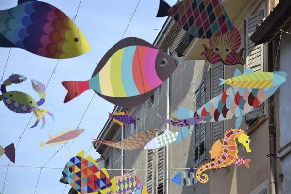 Festa del gioco - Installazione Pescatori di sogni, Via Paolo Guaitoli