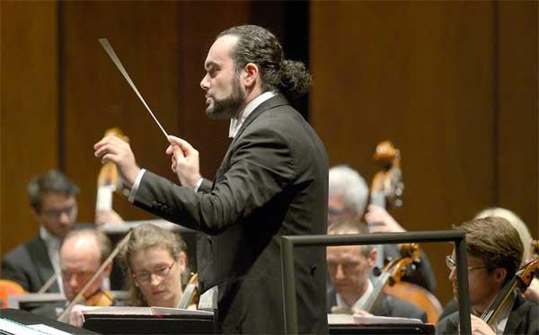 Francesco Ivan Ciampa dirige Rigoletto di Giuseppe Verdi al Teatro Carlo Felice di Genova