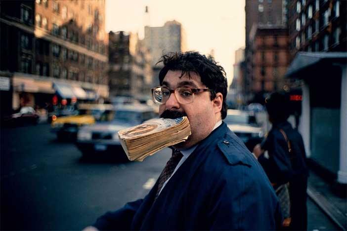 Jeff Mermelstein, Marciapiede, 1995 © Jeff Mermelstei - Mostra 100 Anni di fotografia Leica