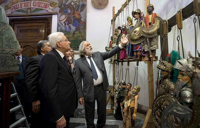 """Il Presidente Sergio Mattarella visita la Mostra """"L' Opera dei Pupi. Una tradizione in viaggio"""", allestita nelle sale del Palazzo del Quirinale"""