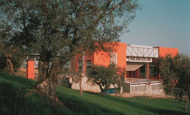 Vittorio Gregotti - Sede dell'Università degli Studi della Calabria, Rende (Cosenza), 1973-1979 - Scorcio dell'aula consolidata del Dipartimento di Chimica