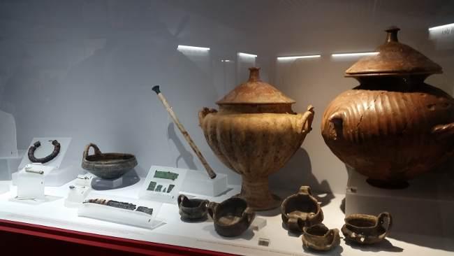Allestimento mostra Egizi Etruschi. Da Eugene Berman allo Scarabeo dorato
