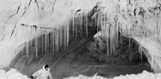 """Ragnar Axelsson © - Thule, Mikide sull'Inglefield Fjornlandia, 1999, da Micol Biassoni (Triennale) - Mostra """" Artico. Ultima frontiera """""""