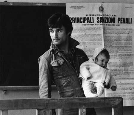 """Anna Candiani, da """"Immagini del NO"""", 1974. Stampa fotografica in bianco e nero"""