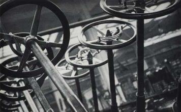 """Alexander Rodchenko, dalla serie Fabbrica di automobili """"AMO"""", Mosca, 1929"""