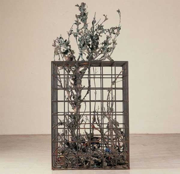 Alik Cavaliere, W la libertà, 1976-1977, bronzo, cm 227x105x103 - Gallerie d'Italia