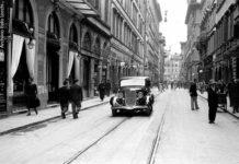 1934_L56-10, giugno 1934, Via Calzaiuoli, Una grossa berlina dalle linee molto moderne transita nella centrale via Calzaiuoli - Foto Locchi/©Archivio Foto Locchi