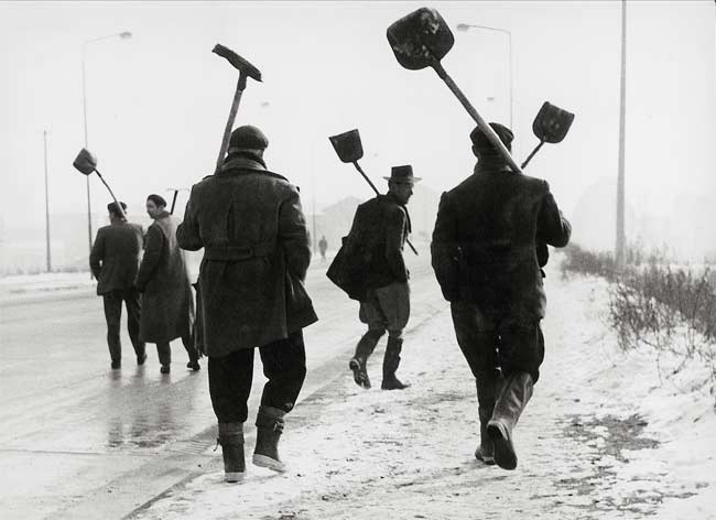 Sante Vittorio Malli, Quando la neve è pane, Milano, 1956, © Eredi Sante Vittorio Malli - Mostra Neorealismo
