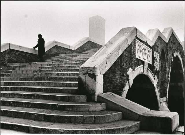 Fulvio Roiter, Ponte dei Tre Archi 1979 © Fondazione Fulvio Roiter