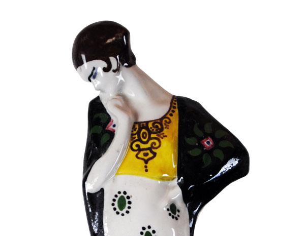 La Salamandra, Figura femminile, Perugia, Terracotta modellata a colaggio e decorata in policromia sottosmalto, 1930, Siglata - Collezione romana di Francesco Principali