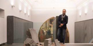 Mikayel Ohanjanyan, La soglia è la sorgente, 2018, basalto e cavi d'acciaio ossidati, 63 x 130 cm, Museo dell'Opera del Duomo, Firenze, foto di Nicola Gnesi