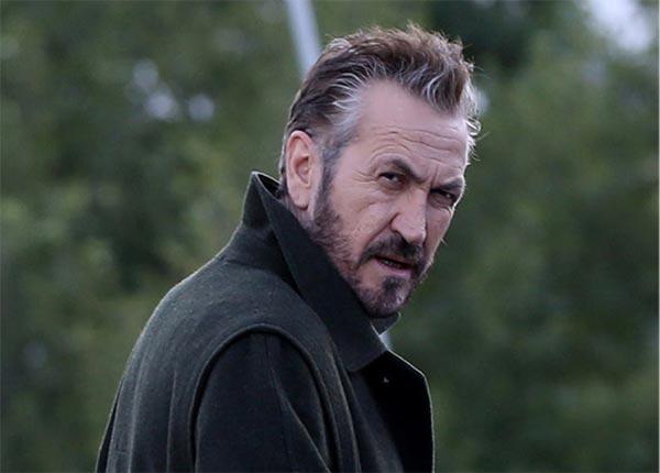 Marco Giallini nel ruolo di Rocco Schiavone in onda su Rai2