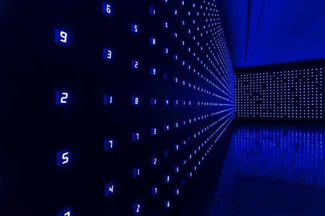 Tatsuo Miyajima, Time Sky, 2018, LED, IC, filo elettrico, 474x315 cm, Courtesy: Tastuo Miyajima - Mostra Dream