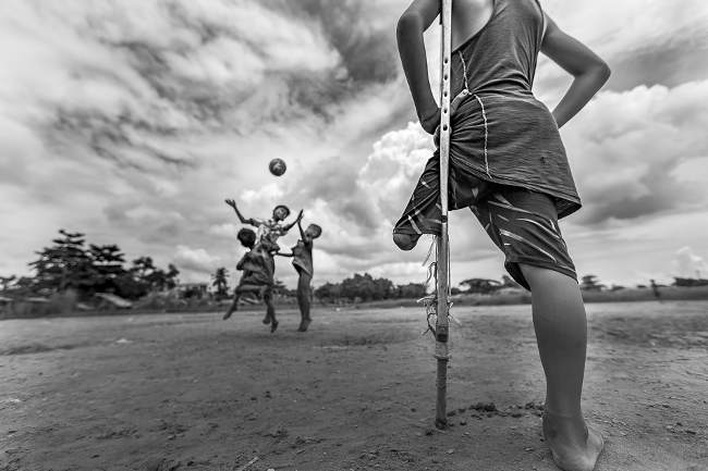 Zarni Myo Win, I want to play, 2018 © Zarni Myo Wi - Siena International Photo Awards