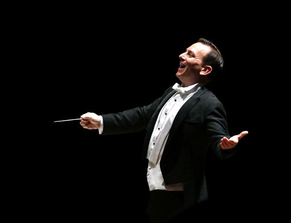 Il Maestro Daniel Smith dirigerà il concerto Paganini (e non solo) al Teatro Carlo Felice