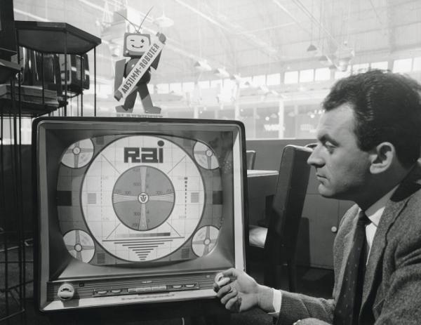 1959. Stand Blaupunkt alla Fiera Campionaria di Milano - Archivi di Fondazione Fiera Milano