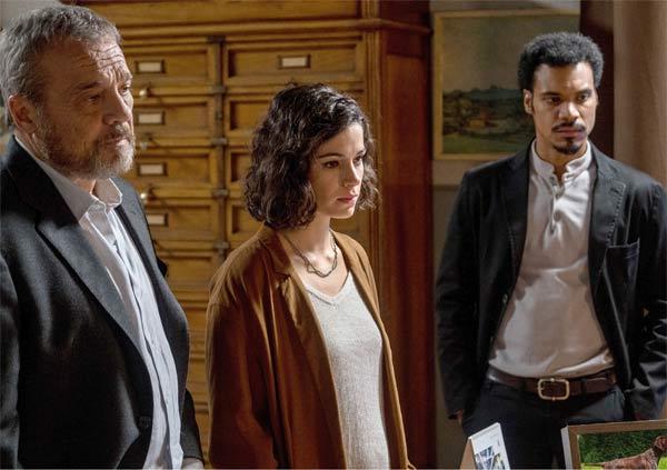 Claudio Amendola, Rosa Diletta Rossi e Miguel Gobbo Diaz nella fiction Nero a metà