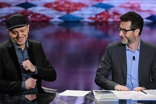 """Max Pezzali e Fabio Fazio nella trasmissione """"Che Fuori Tempo Che Fa"""""""