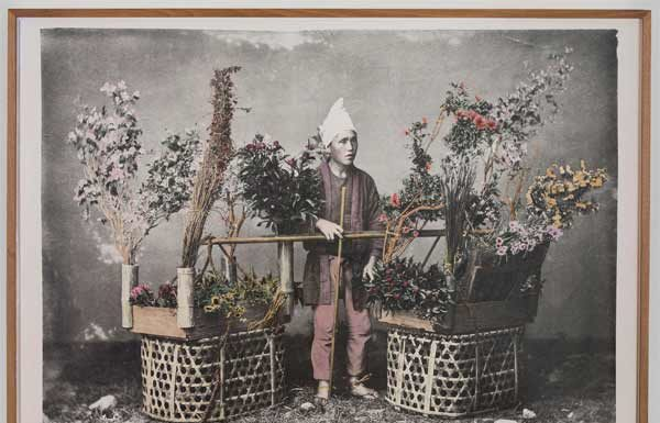 Linda Fregni Nagler, Flower Peddler (YS_FUJI_LFN_002), 2018, Hand Colored Gelatin Silver Print, cm 118,1 x 156,8, framed cm 123,3 x 162 42,4