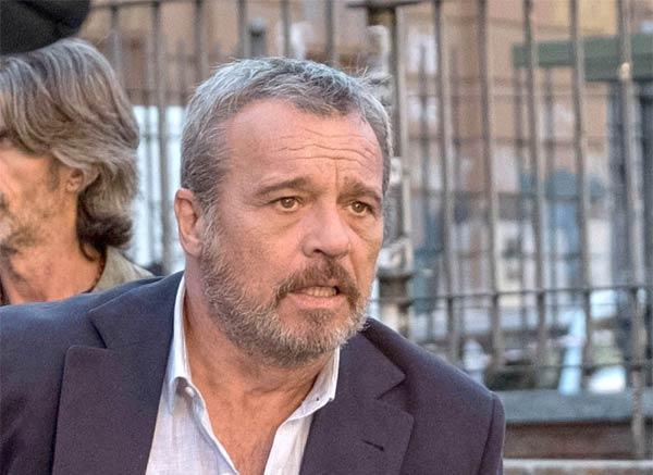 Claudio Amendola in Nero a metà