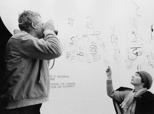G. Colombo, Ugo Mulas e Gae Aulenti nel box della scrittura, mostra Olivetti formes et recherche, Parigi, Musée des Arts Décoratifs, 20 novembre 1969 – 1 gennaio 1970, Associazione Archivio Storico Olivetti, Ivrea.