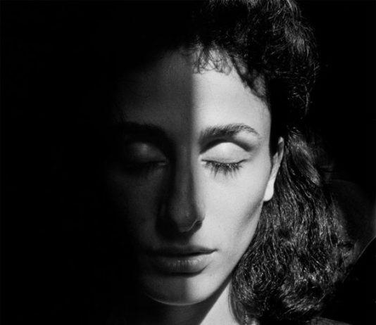 Letizia Battaglia, Palermo, 1993. Rosaria Schifani, vedova dell'agente di scorta Vito Schifani, assassinato nel 1992 insieme al Giudice Giovanni Falcone