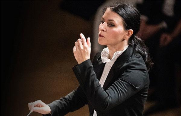 Živa Ploj Pešuh dirige il concerto Ragazzi del '99