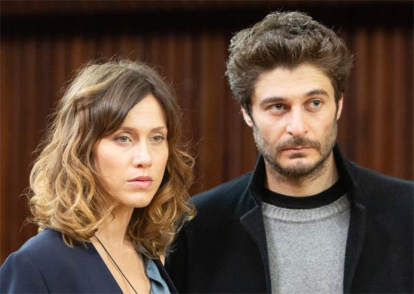 Gabriella Pession e Lino Guanciale nel film La porta rossa