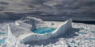 Brian J. Skerry, Iceberg in fusione ai margini dell'Isola di Baffin (Artico Canadese) - Mostra Capire il cambiamento climatico