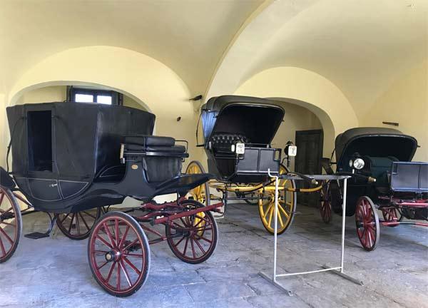 Carrozze originali d'epoca a Villa Arconati – FAR