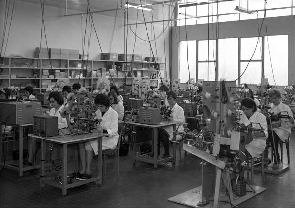 Reparto della Arco di Sasso Marconi, 1965-'70. Archivio fotografico Fondazione del Monte di Bologna e Ravenna - Formazione professionale