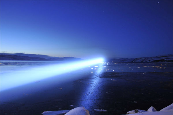 Stefano Cagol, The End of the Border (of the mind), 2013, azione. faro, 7000 W, generatore, furgone, adesivi / action, beacon, 7000 W, power genrator, van, labels. Kirkenes. Photo: Stefano Cagol