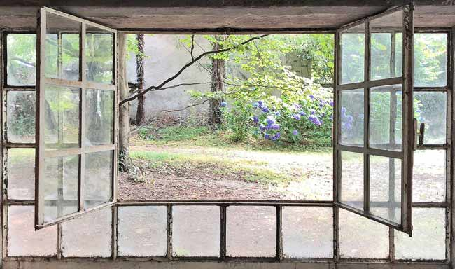 Vera Rossi, Finestra aperta - Through the Window,2018,Stampa su plexiglass,cm 75x127,edition: Tiratura di 7,Courtesy Antonia Jannone Disegni di Architettura - MIA Photo Fair