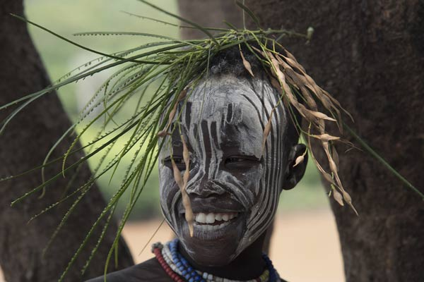 Etiopia, Valle dell'Omo: villaggio di Kolcho: giovane Karo. Foto di Carlo Franchini