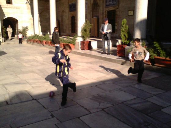 Antonella Argentieri, Se diventeremo come bambini - Partita a calcio nel cortile della moschea di Sokollu Mehmet Pascià - Istanbul - Foto 2