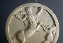 Oscillum decorato su entrambe le facce, Pompei, Casa degli Amorini dorati, marmo, cm 41,5 x 4,5, Pompei, Parco Archeologico