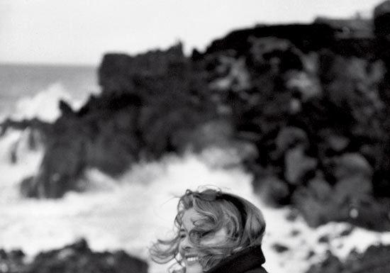 Federico Patellani, Stromboli (Messina), 1949. Ingrid Bergman © Studio Federico Patellani Regione Lombardia / Museo di Fotografia Contemporanea, Milano-Cinisello Balsamo